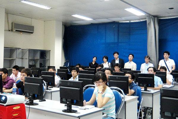 Các doanh nghiệp đầu tư của Nhật Bản tham quan lớp học CBS