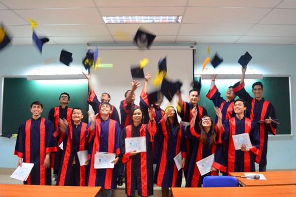Chúc mừng học viên cbs tốt nghiệp - Nhận chứng chỉ nghề Bách Khoa cấp